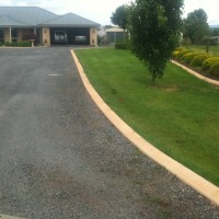 Sloping border kerb as a drive way border